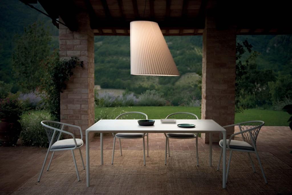 royal_outdoor_illuminazione_lampade_emu_cone_il-weekend-si-sta-avvicinando-e-le-nostre-lampade-cone-vi-aiuteranno-a-creare-una-piacevole-e-rilassante-atmosfera